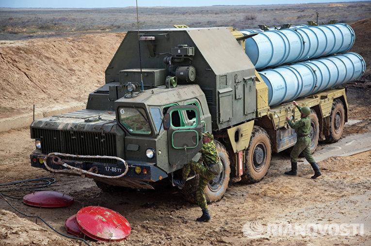 Разворачивание зенитно-ракетной системы С-300