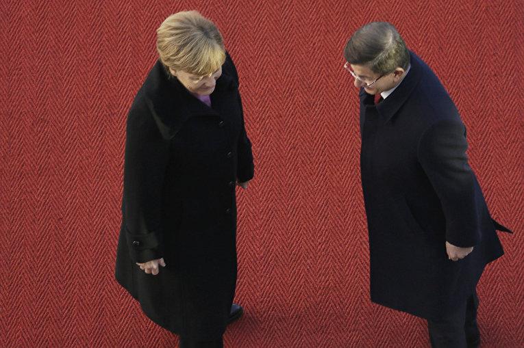 Канцлер Германии Ангела Меркель и премьер-министр Турции Ахмет Давутоглу в Берлине