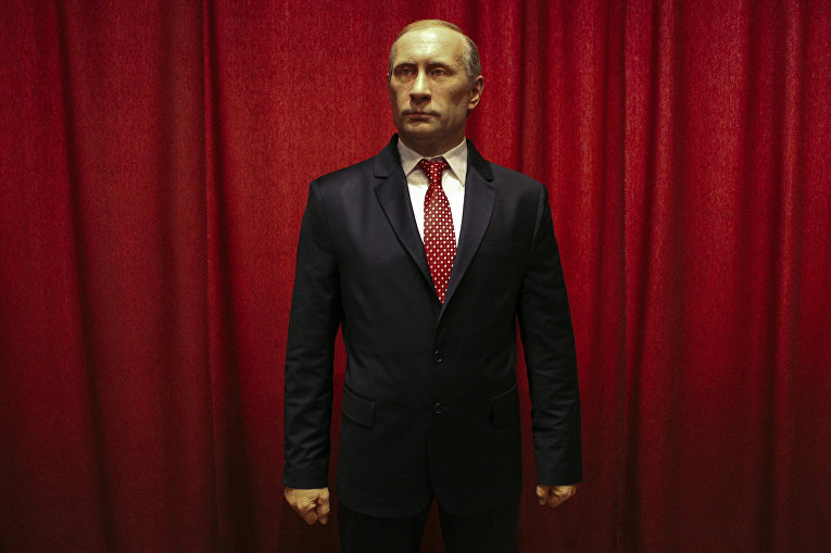 Восковая фигура Владимира Путина в полный рост в музее восковых фигур в городе Ягодина