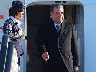 Президент Таджикистана Эмомали Рахмон в аэропорту Адлера