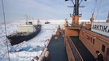 Атомный ледокол «Арктика» во главе каравана судов, идущего Северным морским путем