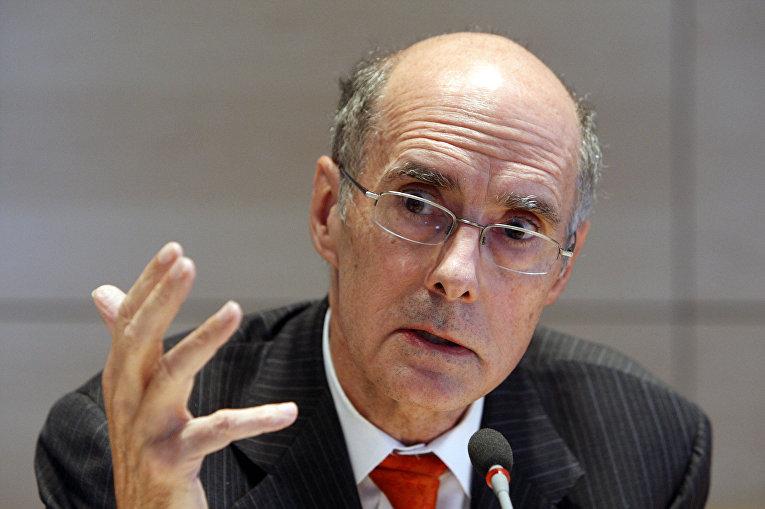 Президент Института Брукингса Строуб Тэлботт на пресс-конференции в Берлине