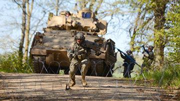Боевой инженер армии США на боевой подготовке