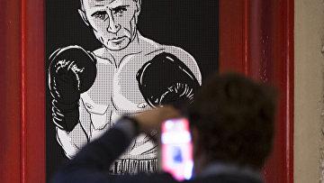 Путин в образе Мохаммеда Али на выставке «Путин Universe» в Москве
