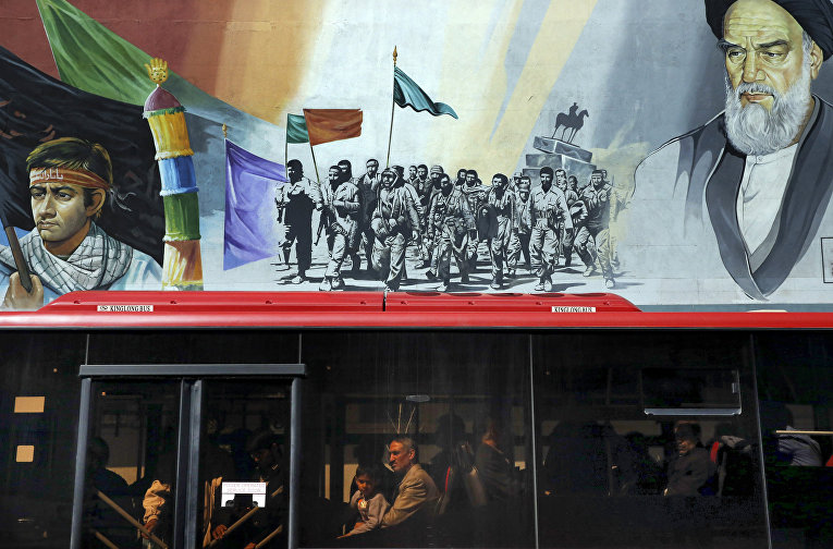 Улица Исламской революции в Тегеране