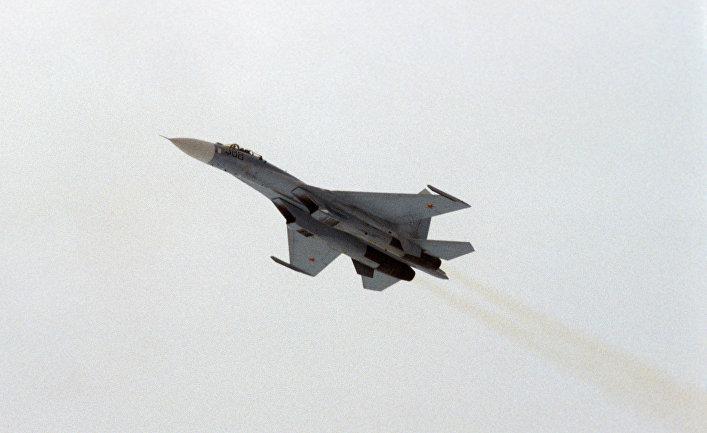 Самолет-истребитель Су-27