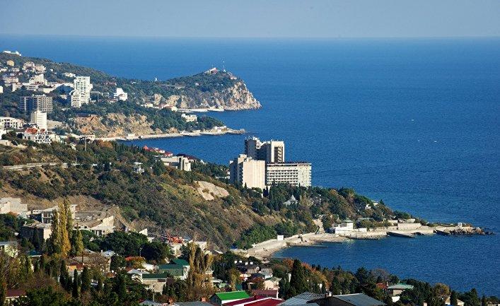 Вид на южный берег Крыма в окрестностях большой Ялты