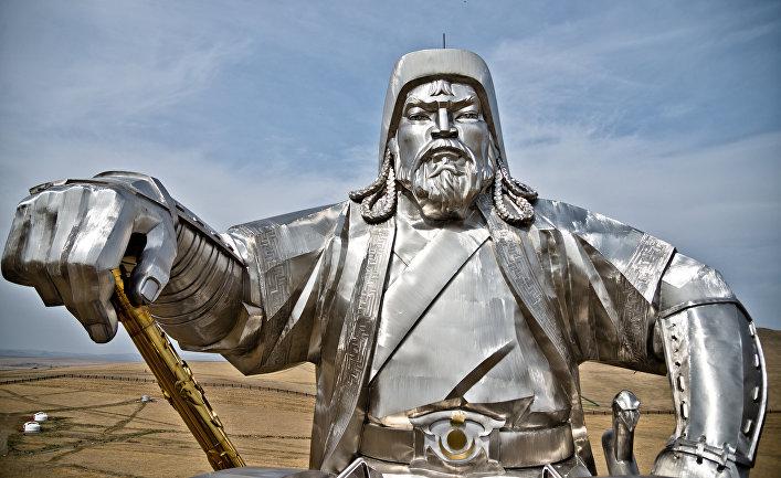 Статуя Чингисхана в Монголии