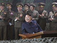 Лидер Северной Кореи Ким Чен Ын на военно-морских учениях