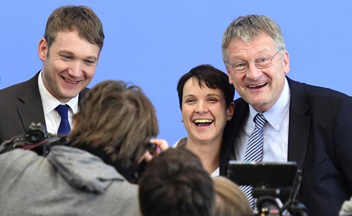 Глава партии «Альтернатива для Германии» Фрауке Петри с основными кандидатами перед пресс-конференцией в Берлине