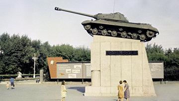 Танк ИС-3 на постаменте