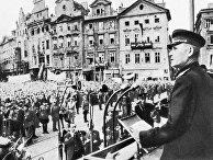 Маршал Иван Конев выступает перед жителями Праги