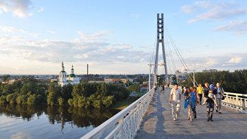 Пешеходный мост через реку Туру в Тюмени