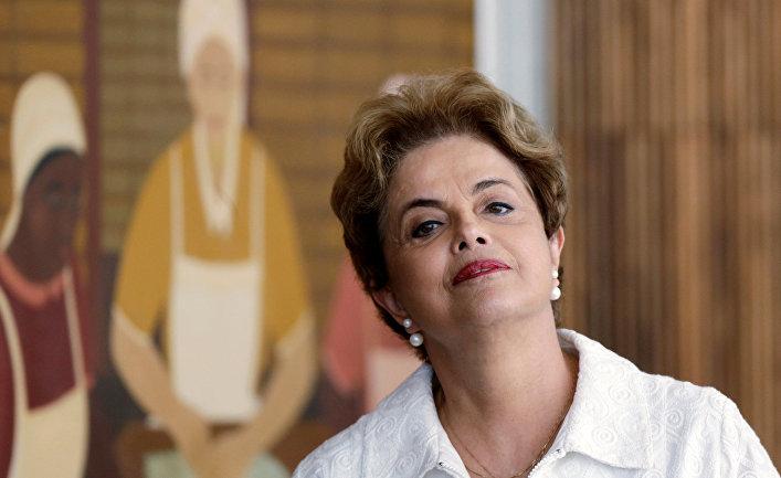 Президент Бразилии Дилма Руссефф во время пресс-конференции с иностранными СМИ