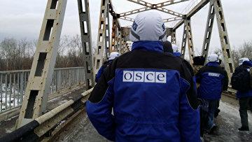 Пункт пропуска на линии соприкосновения между ЛНР и Украиной