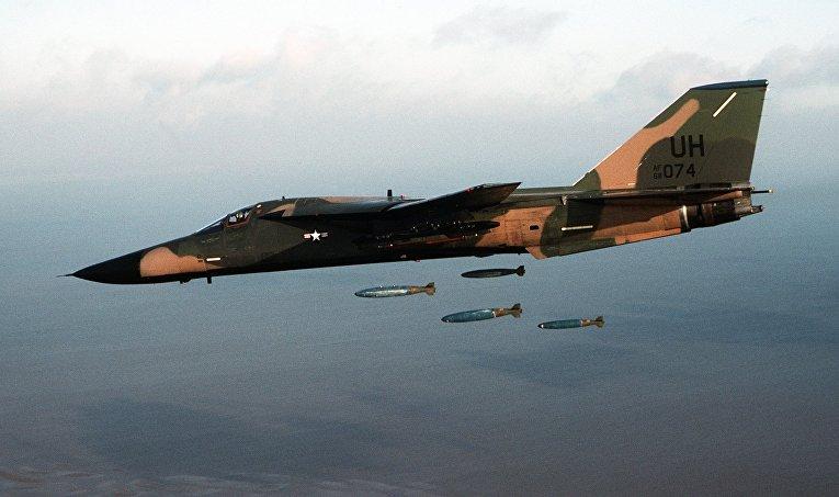 Американский тактический бомбардировщик F-111E