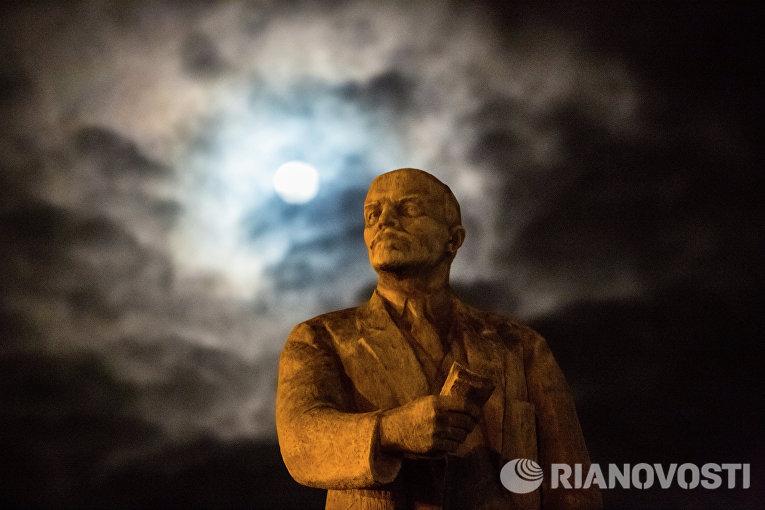 Памятник В.И. Ленину в Симферополе