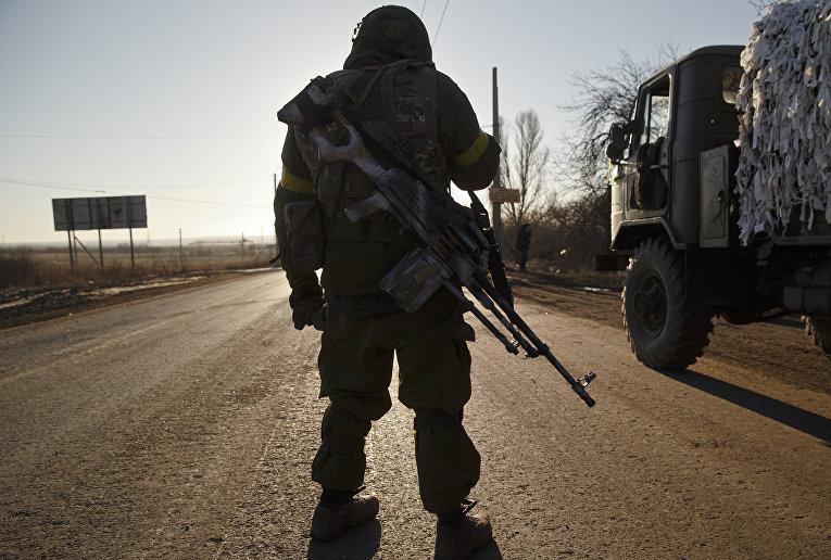 Украинский солдат рядом с Артемовском
