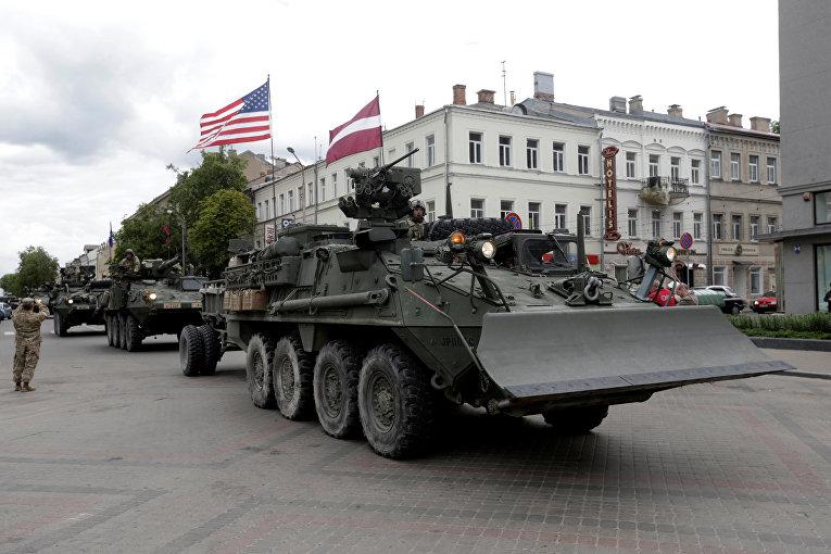 Колонна военной техники США в Даугавпилсе