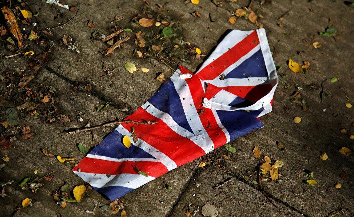 Флаг Великобритании сбитый дождем