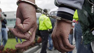 Арестованные наркоторговцы в полицейском участке в Боготе