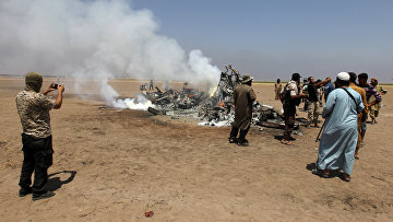 Обломки российского вертолета Ми-8, который был сбит в провинции Идлиб на севере Сирии