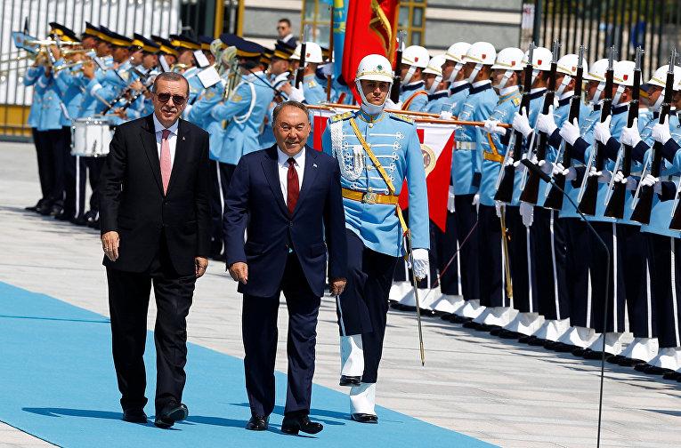 Президент Турции Реджеп Тайип Эрдоган и президент Казахстана Нурсултан Назарбаев во время встречи в Анкаре. 5 августа 2016