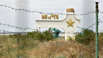 Стела с надписью «Крым» у пункта пропуска «Джанкой» на границе России и Украины