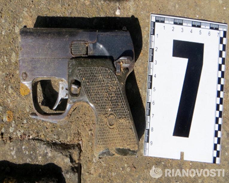 Пистолет, обнаруженый в ходе задержания украинских диверсантов сотрудниками ФСБ России в Крыму