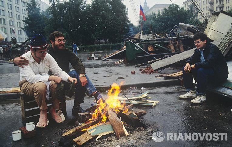 Защитники Белого дома в дни августовского путча 1991 года