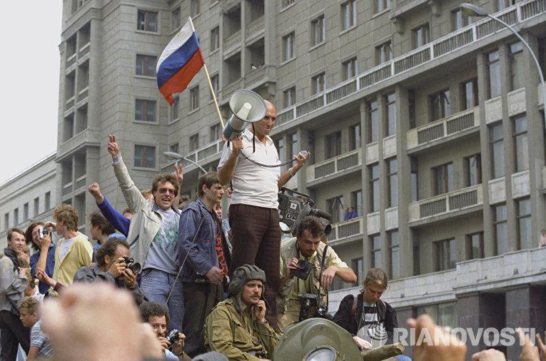 Воинские подразделения у здания Совета Министров СССР в Москве