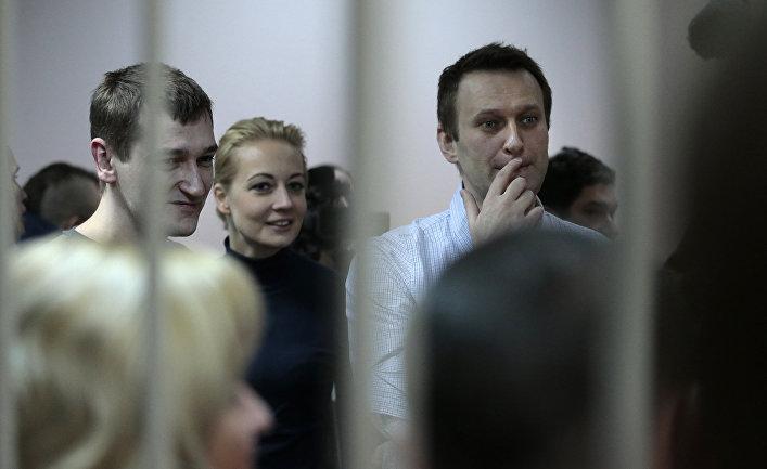 Алексей Навальный в здании суда