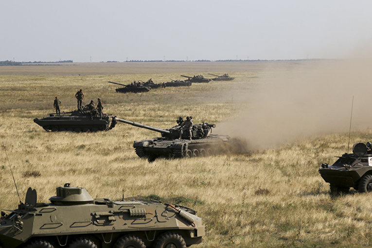 Украинская военная техника движется к границе с Крымом возле Херсона