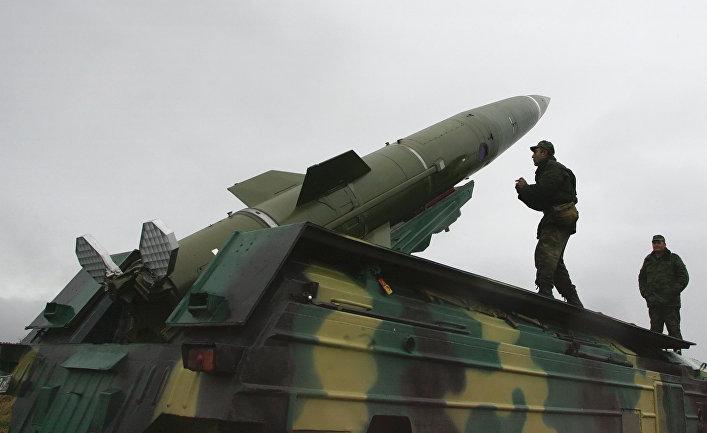 Подготовка ракетного комплекса «Точка» к пуску тактической ракеты на военном полигоне «Павенково» в Калининградской области