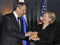 Госсекретарь США Хиллари Родэм Клинтон и министр иностранных дел России Сергей Лавров