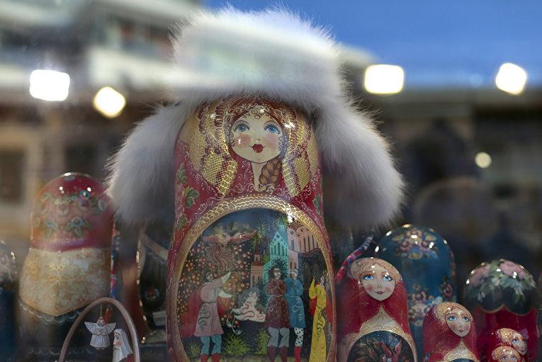 Витрина сувенирного магазина в Москве