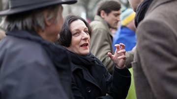 Герта Мюллер на акции протеста против действий России на Украина у российского посольства в Берлине