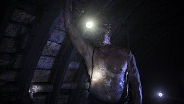 Шахтёр в штольне на шахте «Заря»