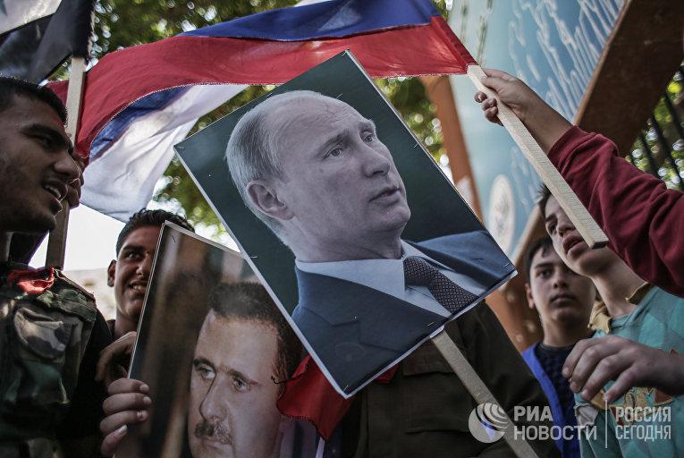 Участники митинга в поддержку президента Сирии Башара Асада и президента России Владимира Путин в Латакии. 2013 год.