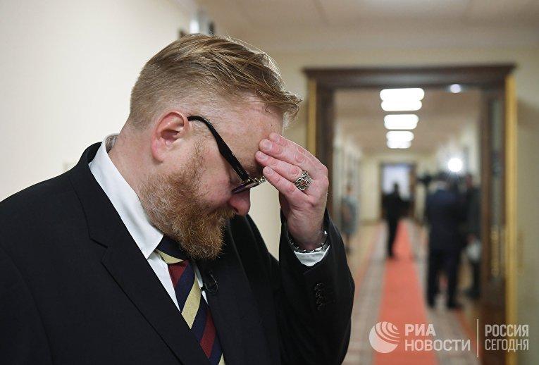 Депутат Государственной Думы РФ Виталий Милонов перед началом первого заседания Государственной Думы РФ нового созыва