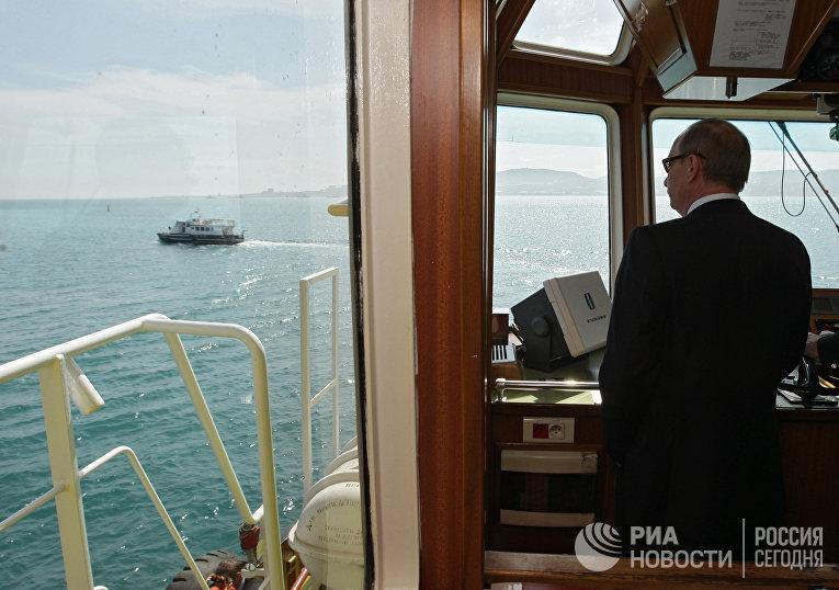 Премьер-министр РФ Владимир Путин во время рабочей поездки в Новороссийск