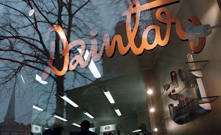 Витрина магазина «Дзинтарс» в Риге
