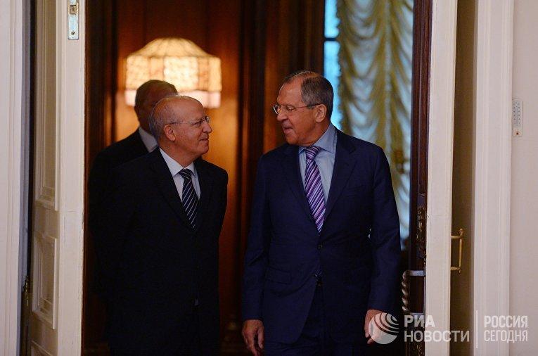 Министр иностранных дел РФ Сергей Лавров и глава МИД Португалии Аугушту Сантуш Силва во время встречи в Москве