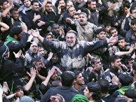 Паломники в священном для мусульман-шиитов иракском городе Кербела