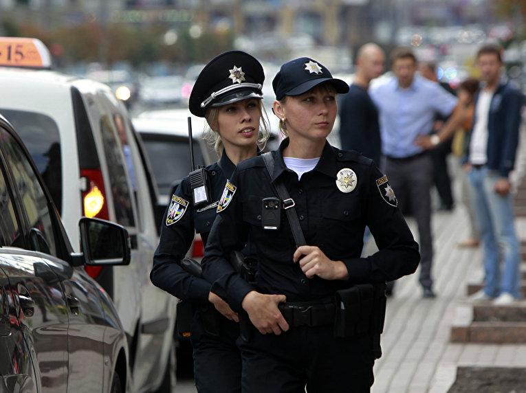 Украинские полицейские патрулируют Крещатик