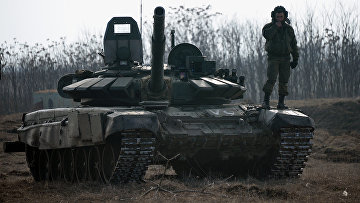 Военнослужащий на танке Т-72Б3