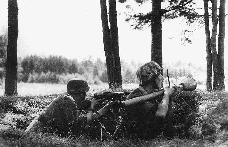 Финские солдаты в окопах под Ихантала