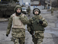 Женщины из украинской армии в селе Дебальцево