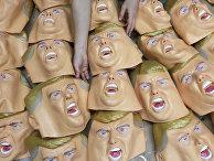 Резиновые маски с изображением Дональда Трампа в одном из магазинов в Японии