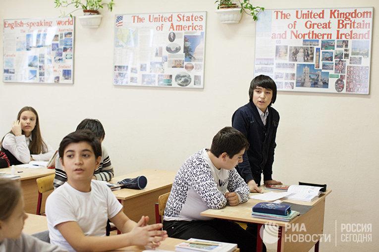 Ученики школы № 1650 на уроке английского языка
